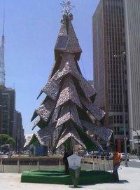 Árvore de Natal na Praça do Ciclista