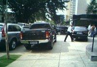 SUVs ocupam mais espaço. Às vezes, até na calçada.