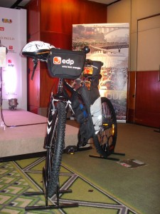 Kit do evento Bike Tour 2010, que inclui a bicicleta.