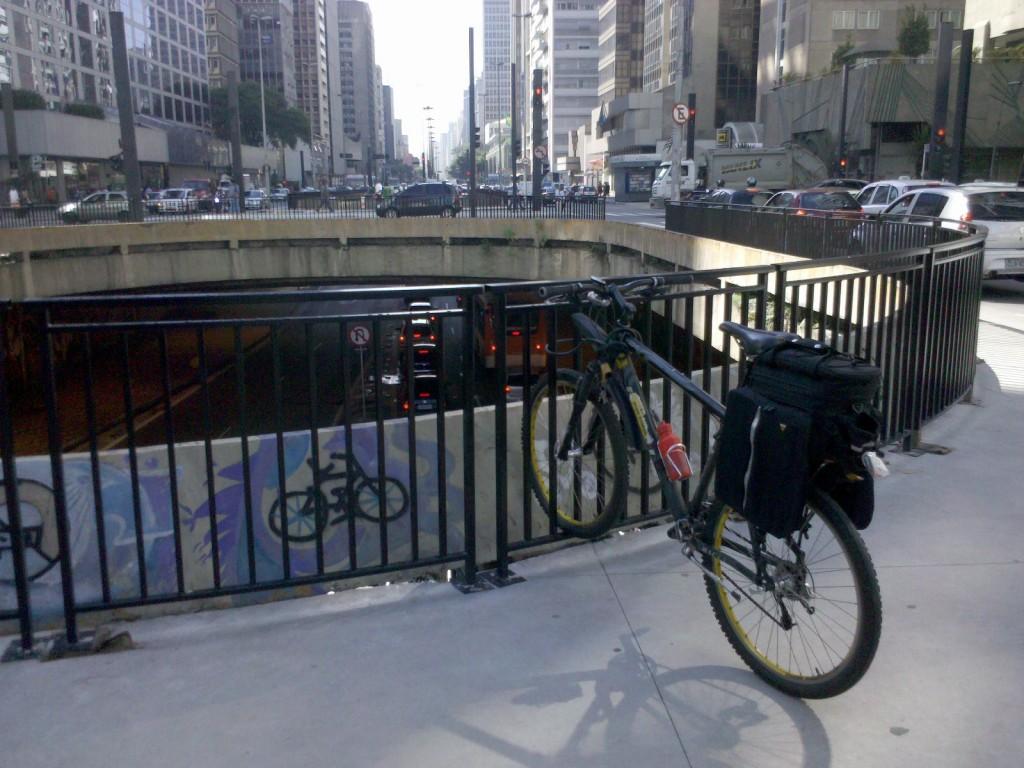 Gradis-paraciclo na Praca do Ciclista