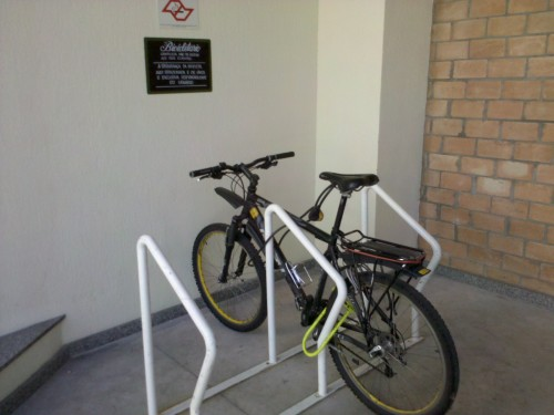 """Bicicletário-gentileza do Pão de Açúcar """"Verde"""""""