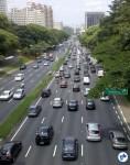 Em São Paulo, o uso do carro já atingiu o limite. Congestionamentos em qualquer dia e qualquer horário, não há mais onde estacionar, quatro pessoas morrem por dia em acidentes de trânsito e muitas mais por complicações cardiorrespiratórias resultantes da poluição veicular.