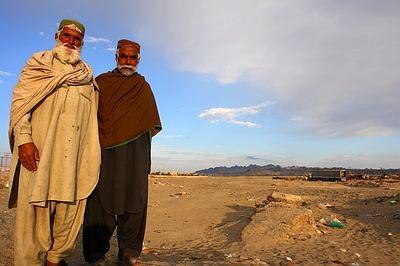 Paquistaneses na fronteira. Foto Pedal na Estrada Divulgacao