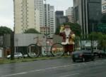 Papai Noel de Bicicleta na Av. Juscelino Kubitschek, em São Paulo, no natal de 2010. Foto: Vá de Bike