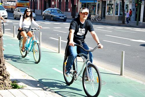 Ciclovia em Sevilha. Foto: Sevilla cycle chic