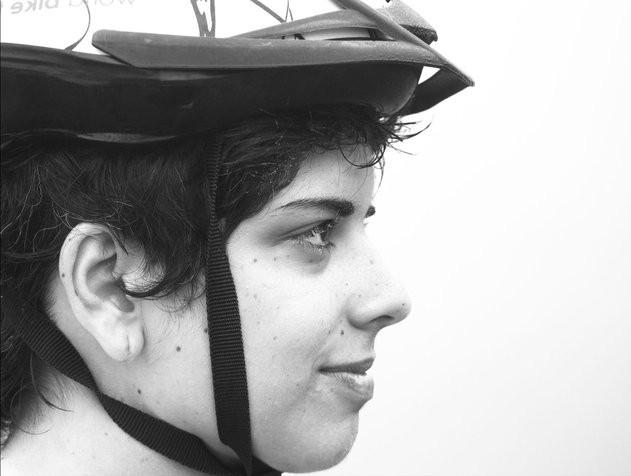 """""""O que acontece durante um passeio de bicicleta é uma troca de olhares com o espaço público. Como um flerte.  Essa foi a forma que escolhida para explorar todas as cidades que serão visitadas pelo projeto Cidades para Pessoas."""""""