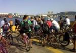 Ciclistas na balsa Santos-Guarujá - Foto: Bikehype.com.br