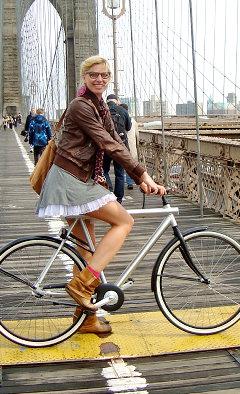 Jasmijn Rijcken, que ouviu de um policial de Nova York que sua saia era perigosa para os motoristas.
