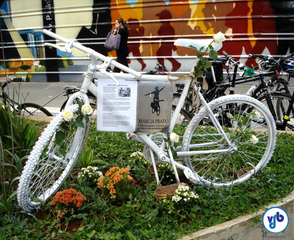 Ghost Bike de Márcia Prado, na Avenida Paulista.