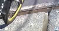 sarjeta mata-ciclista