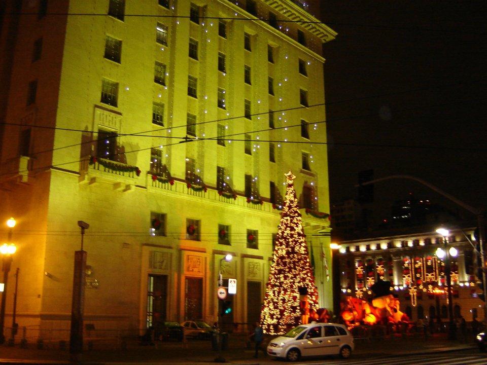 Iluminação de Natal na sede da Prefeitura. Foto: Marco Otavio Baruffaldi, via Facebook