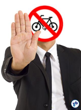 Quem usa a bicicleta em seus deslocamentos tem sempre alguma história de preconceito, agressão gratuita no trânsito ou recusa de acesso. Arte: Willian Cruz/VdB