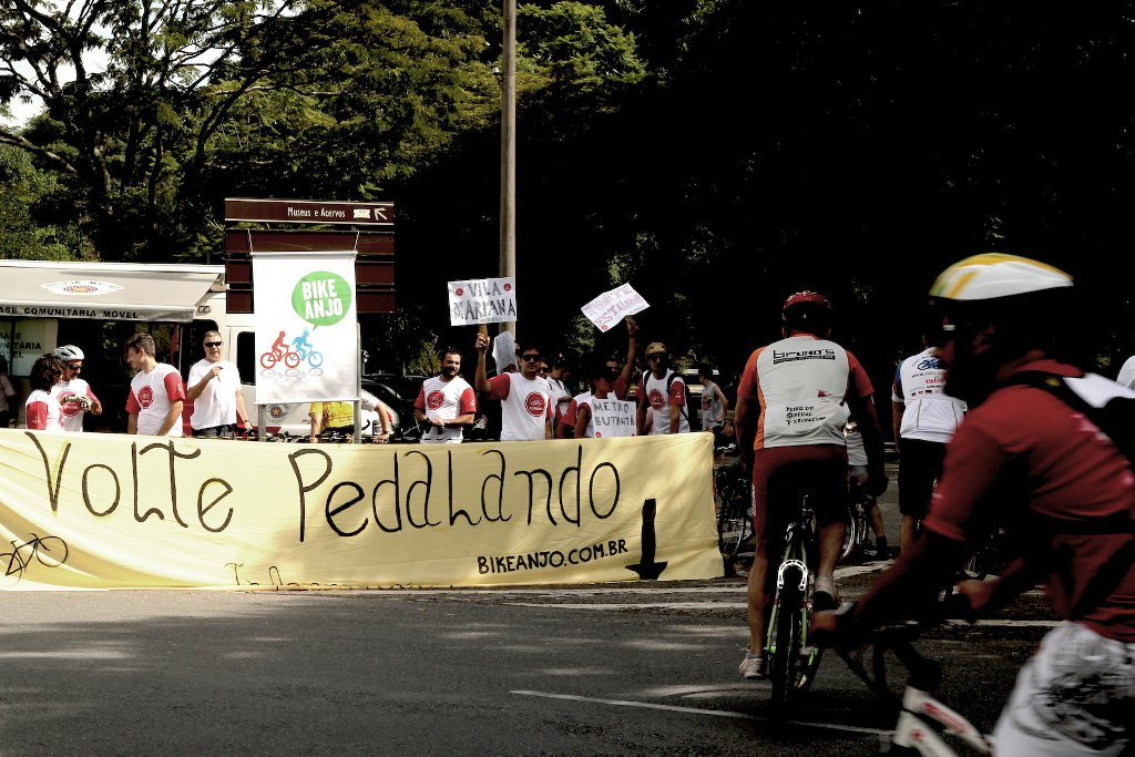 Volte pedalando - World Bike Tour 2012
