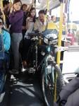 Bicicleta dentro do ônibus em São Paulo. Foto: Fernando X Franco