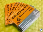 Adesivos que reforçam o direito de usar a bicicleta nas ruas foram produzidos pela Prefeitura de São Paulo e distribuídos gratuitamente