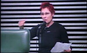 Renata Falzoni em seu discurso na ALESP. Imagem: reprodução