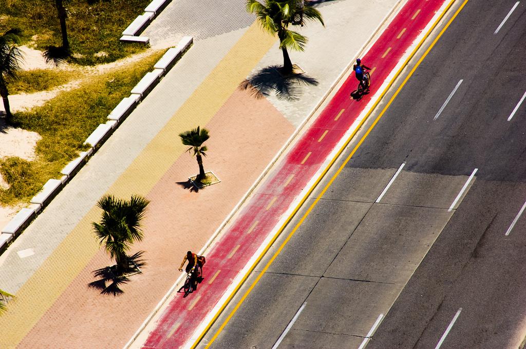 Ciclovia na praia de Boa Viagem, em Recife. Foto: Felipe Baenninger, via Flickr