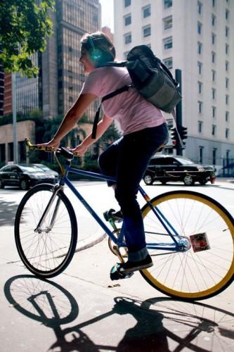 Um agradecimento especial à Talita, que colaborou com este post. Ela é uma das poucas mulheres no Brasil a fazer Bike Fit. Foto: Laura Sobenes