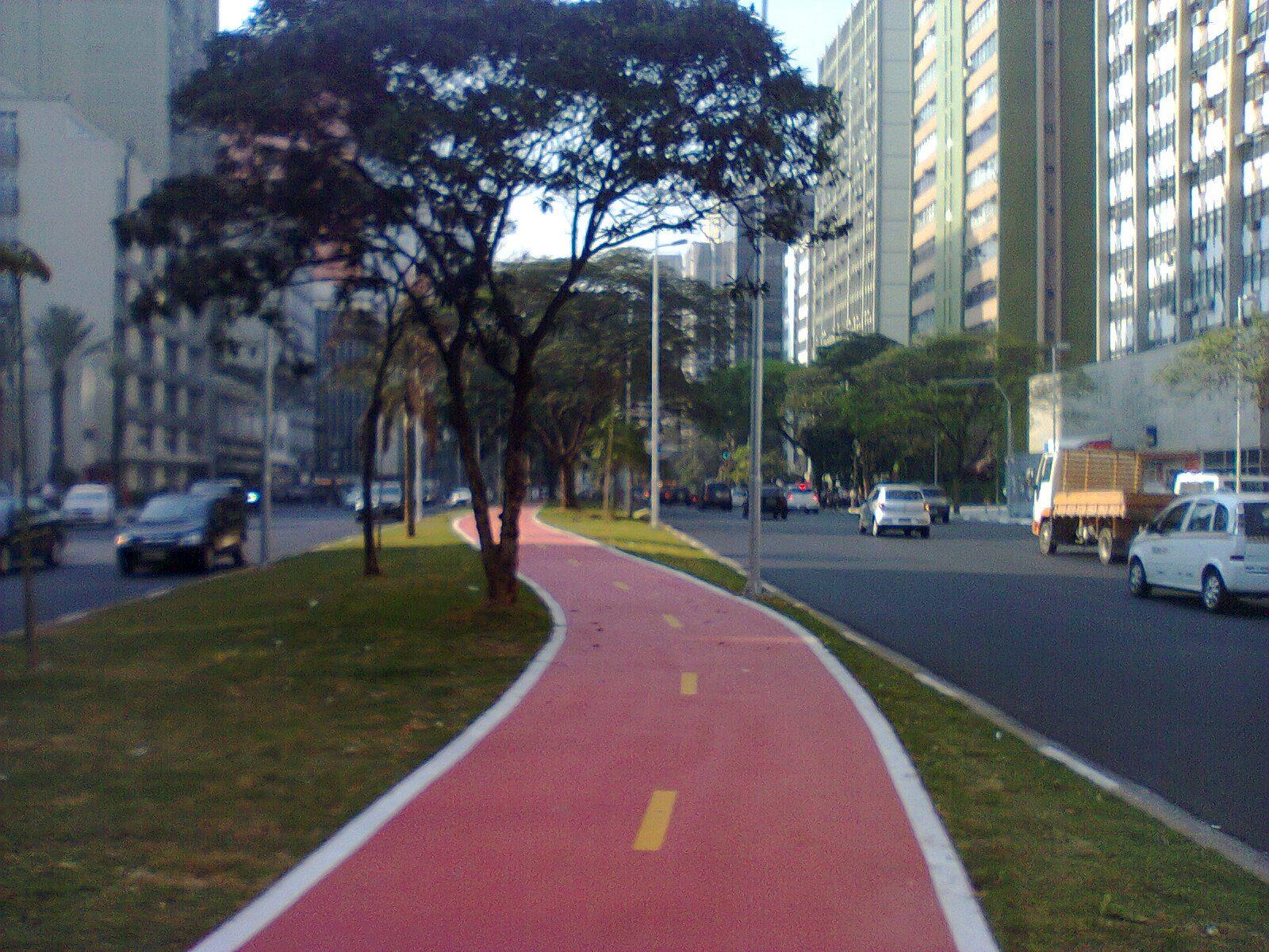 Parte da ciclovia já está até pintada. Foto: Camila Oliveira