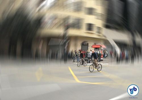 Ciclistas passam pela Av. Paulista, como outros centenas de milhares fazem diariamente em toda a cidade: vidas que precisam ser preservadas.