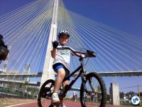 Ciclovia Rio Pinheiros é um programa interessante para as crianças. Foto: Willian Cruz