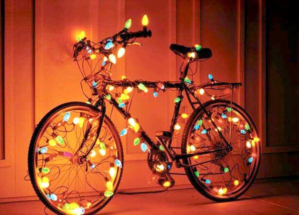 Bicicleta enfeitada com luzes (autor desconhecido)