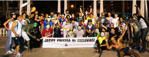 Já em 2012, durante Bicicletada, ciclistas de Recife pediam infraestrutura para demanda crescente de usuários do modal. Foto: Reprodução