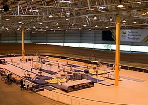 Velódromo do Rio, com as duas polêmicas pilastras que justificaram sua demolição. Imagem: Reprodução