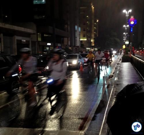 No ano passado, muita gente circulou pela Ciclofaixa na madrugada, mesmo com chuva. Foto: David Rissato Cruz