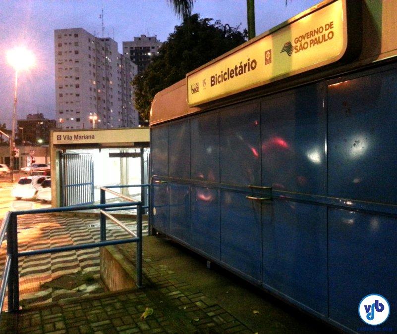 Bicicletário fechado na estação Vila Mariana. Foto: Willian Cruz/Vá de Bike