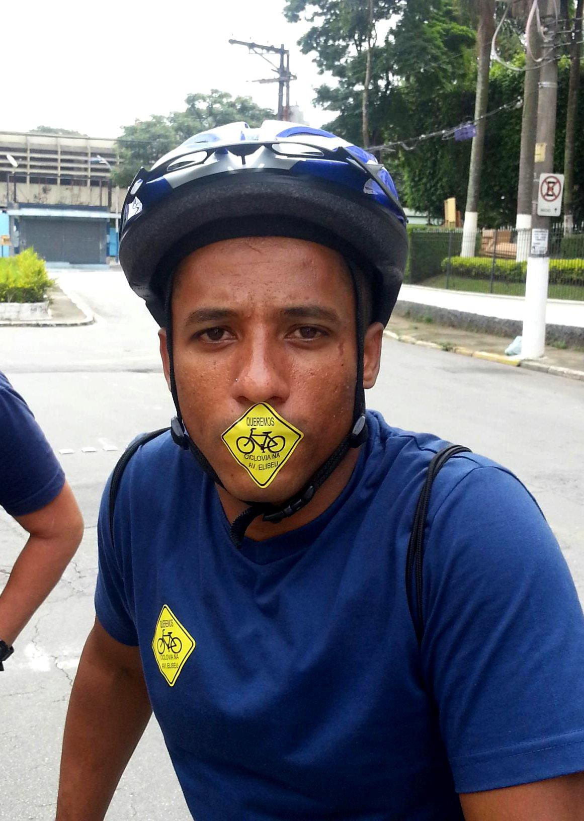 Além de não terem sido ouvidos, ciclistas foram calados, enquanto a prefeitura finge não ver o problema. Foto: Rodrigo Martins