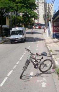 Em alguns pontos, a pintura vermelha já havia sumido totalmente. Foto: Luiz Henrique Amaral