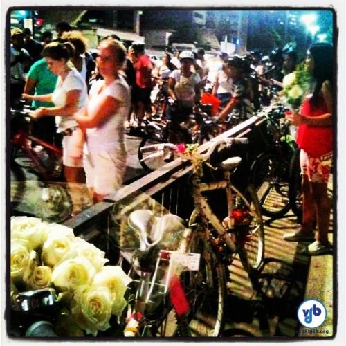 Cerca de 200 pessoas estiveram presentes na homenagem a Juliana Dias. Foto: Rachel Schein