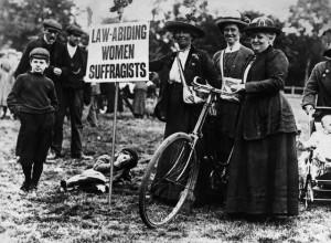 Mulheres defendendo o direito ao voto em Londres, no início do século XX