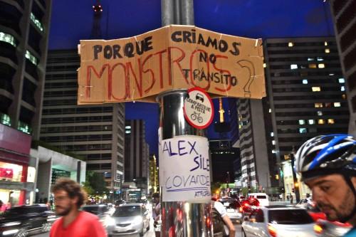 Cartazes demonstravam a indignação da sociedade. Foto: Rachel Schein
