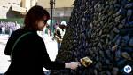 "Público foi convidado a ""engraxar"" os ratos da torre que representa o pesadelo, no Vale do Anhangabaú. Foto: Rachel Schein"