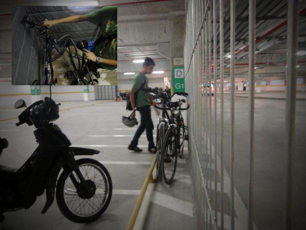 Shopping Metrô Tucuruvi foi inaugurado com mais de 1900 vagas de estacionamento para automóveis e motocicletas, mas nenhuma para bicicletas, desrespeitando três Leis municipais. No destaque, as bicicletas dentro do elevador de carga. Foto: Anna Augusto