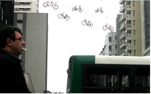 Bicicletas são parte da paisagem da Avenida Paulista. Instalação chamou atenção para sua presença, contínua e discreta. Foto: Arquivo Eduardo Srur