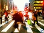 Pedestres atravessam rapidamente a Av. Paulista. Foto: Rachel Schein