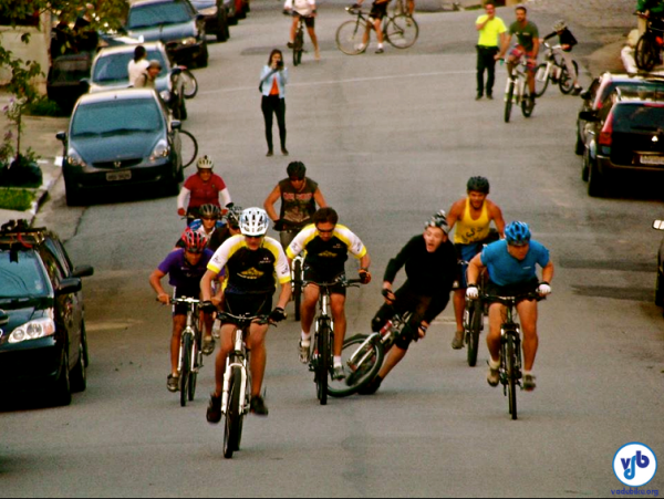 O ciclista Jean Carlos sofreu uma queda em uma das baterias. Teve ferimentos leves, mas foi socorrido pelo SAMU e passa bem. Foto: Oseias Matoso