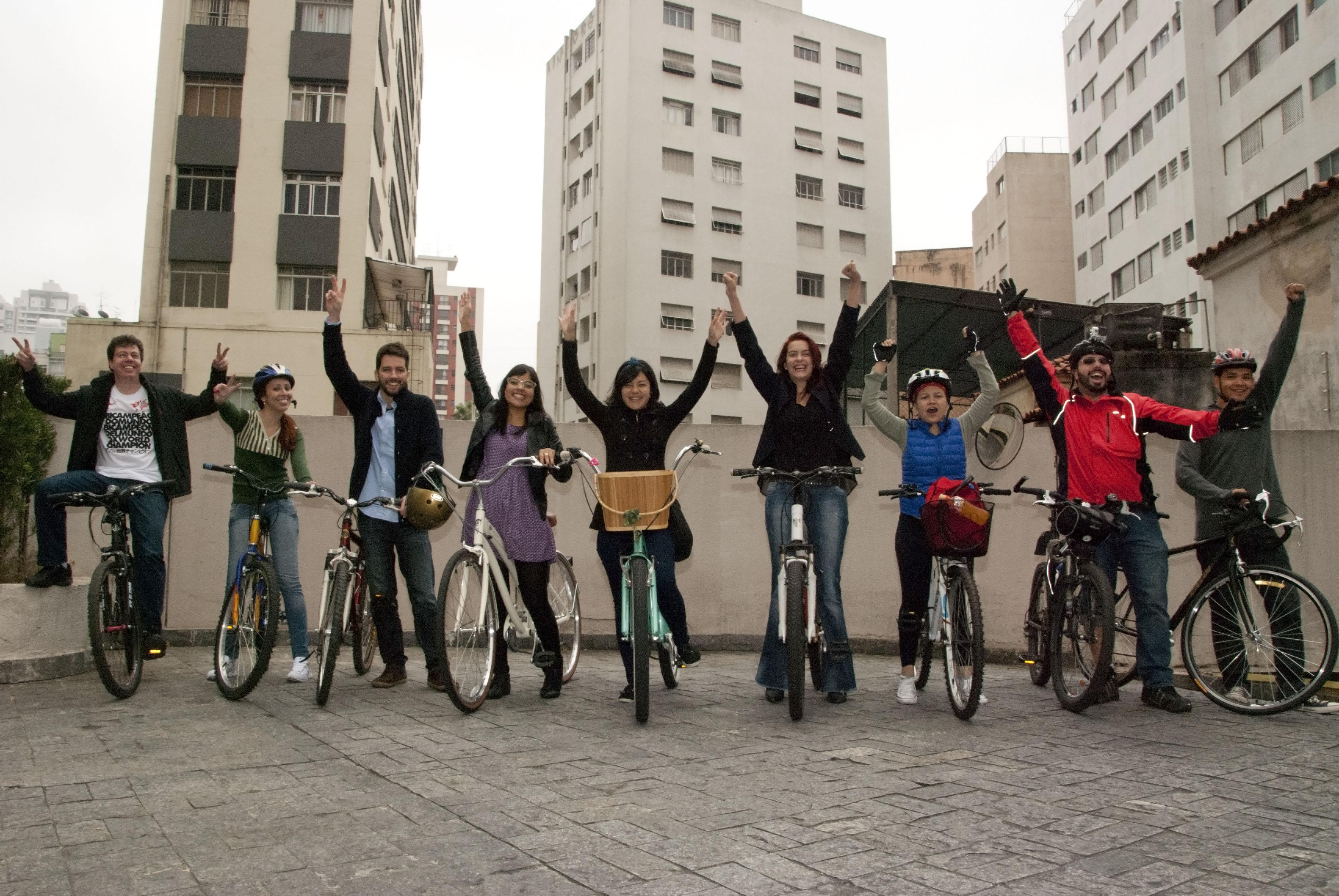 O pessoal da Agência TUTU, em São Paulo, aderiu em peso! Dez pessoas foram de bicicleta, muitas delas pela primeira vez. Bike Anjos e o experiente Enzo Bertolini ajudaram na ação. Foto enviada por Gabriel Pelosi.