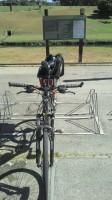 Bicicletário do parque. Ao fundo, a placa com as regras. Foto: Guilherme Tampieri