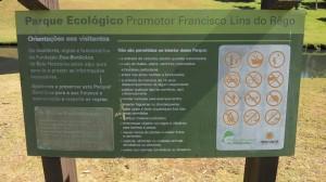 Placa com as regras do parque informa sobre a proibição. Foto: Guilherme Tampieri