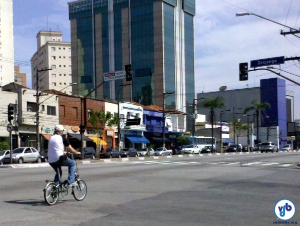 A resposta a essa questão está diretamente relacionada ao direito de utilizar as avenidas com a bicicleta. Foto: Willian Cruz