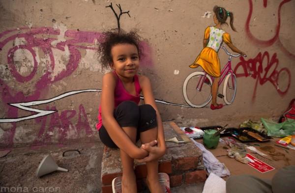 Arte pintada por Mona Caron em Porto Alegre: detalhes da vida cotidiana. Foto: Arquivo pessoal
