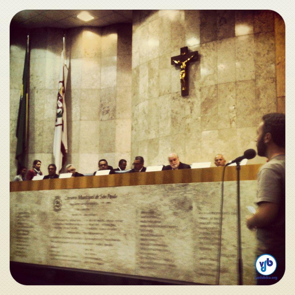 Thiago Benicchio, da Ciclocidade, na Audiência Pública que debateu o projeto de lei, em junho de 2013. Foto: Rachel Schein