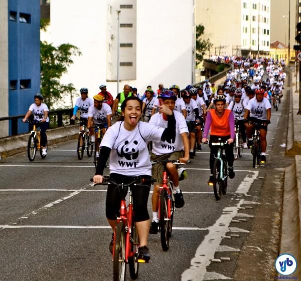 Cerca de seiscentas pessoas participaram da pedalada! Nesse momento, passavam sobre o Elevado Costa e Silva. Foto: Rachel Schein