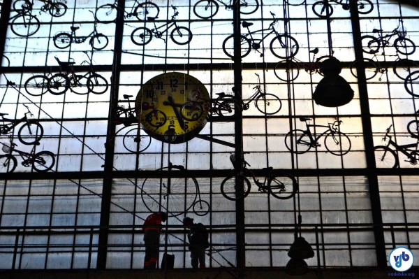 Bicicletas penduradas na Estação Júlio Prestes. Foto: Rachel Schein