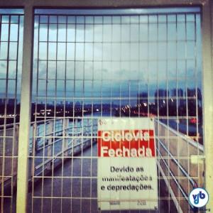 Placas nos acessos da ciclovia informam sobre o fechamento. Foto: Roberta Godinho