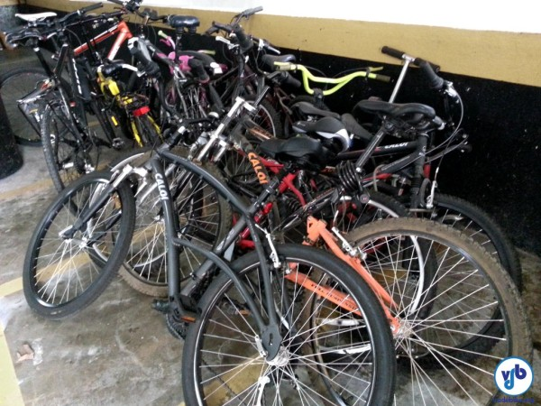 O uso de espaços inadequados para a guarda de bicicletas pode trazer transtornos ao condomínio. Foto: Willian Cruz
